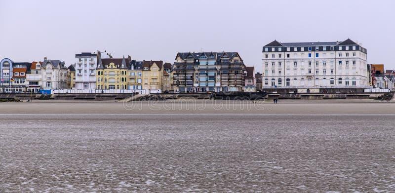 海滩处于低潮中在北部法国海岸的棚d'opale 免版税库存图片