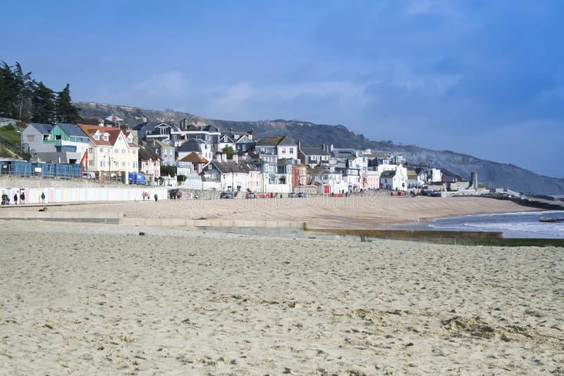 海滩多西特lyme regis含沙英国 免版税库存照片