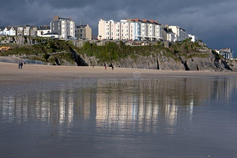 海滩大厦反射了威尔士 图库摄影