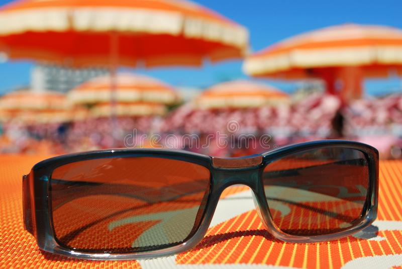 Download 海滩太阳镜 库存图片. 图片 包括有 保护, 沙子, 方式, 五颜六色, 关闭, 时兴, 天空, 蓝色, 意大利 - 15694645