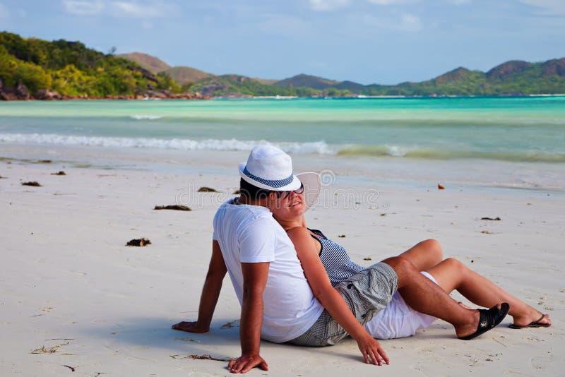 海滩夫妇新的塞舌尔群岛 免版税图库摄影