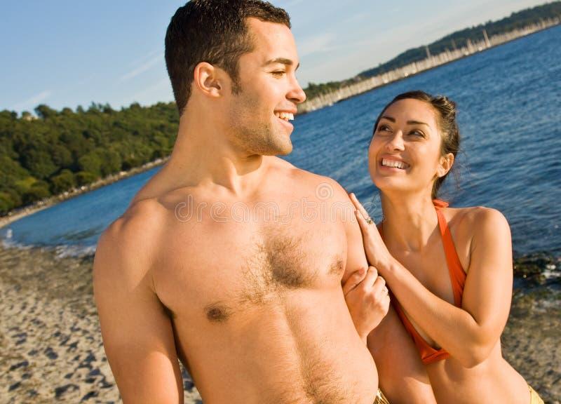 海滩夫妇走 库存图片
