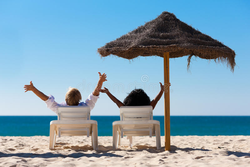 海滩夫妇遮光罩假期 库存照片