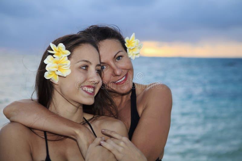 海滩女儿母亲 免版税图库摄影