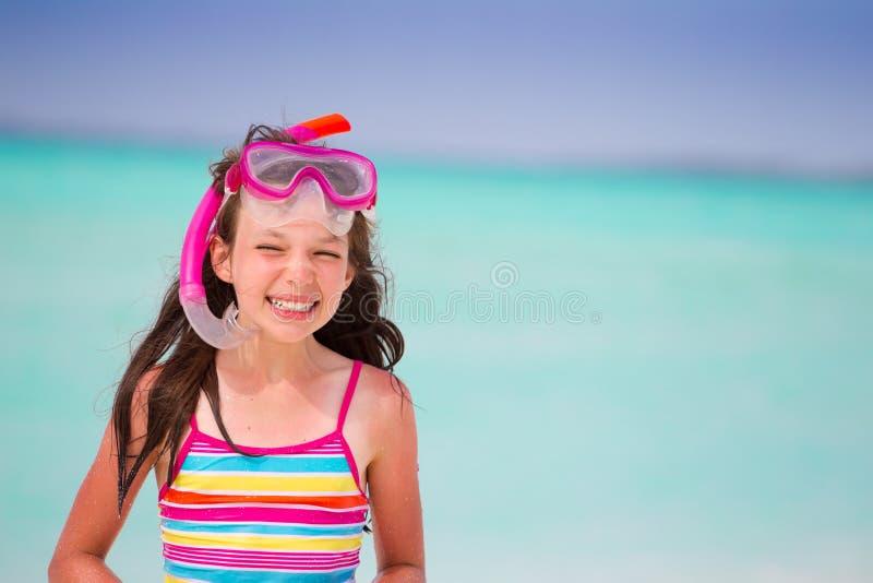 海滩女孩微笑 免版税库存图片