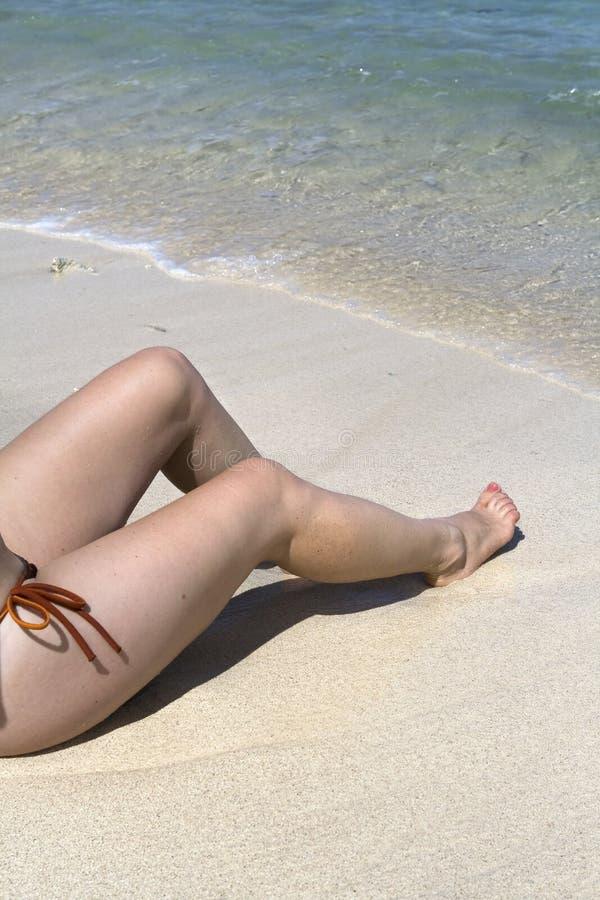 海滩女性开会 免版税库存照片