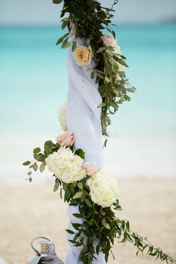海滩婚礼装饰 免版税库存图片