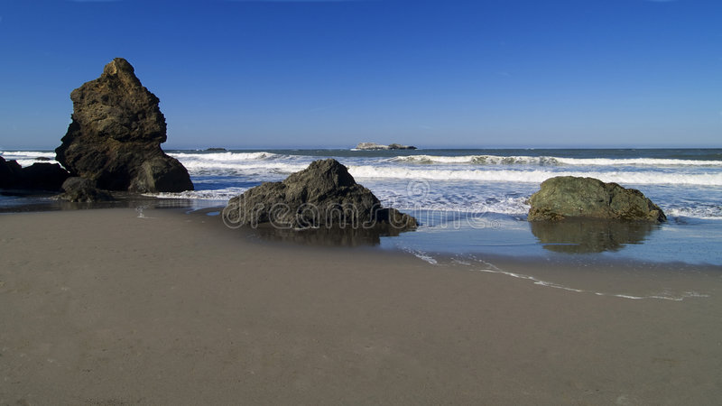 海滩岩石特立尼达 免版税库存图片