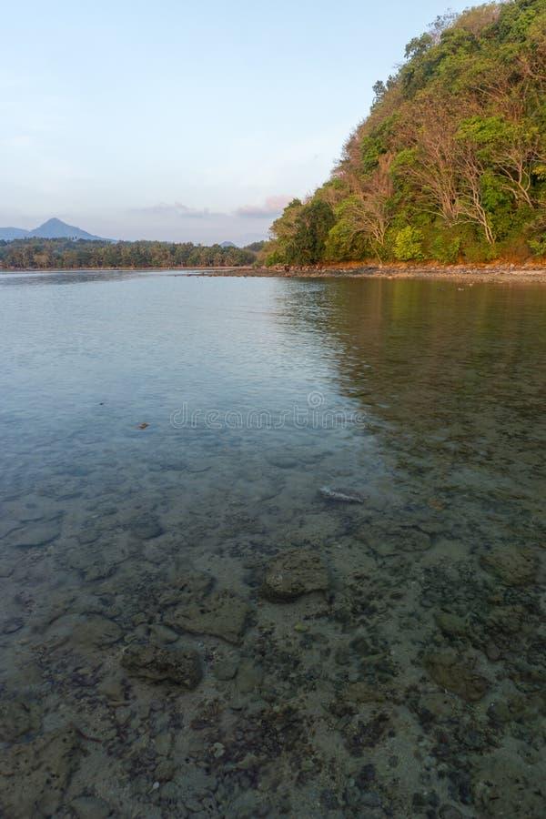 海滩巴韦安岛, Gresik,印度尼西亚 免版税库存照片