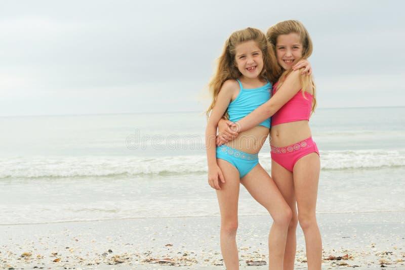 海滩愉快的孪生 库存照片