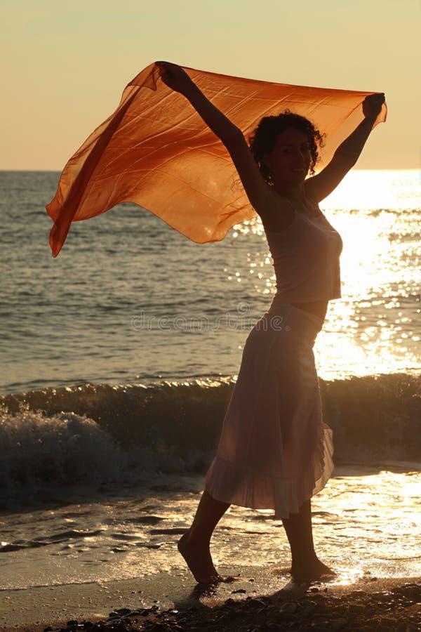 海滩手帕红色妇女 库存图片