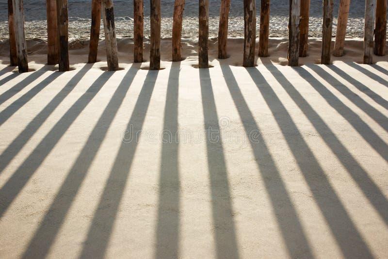 海滩打桩 免版税库存照片