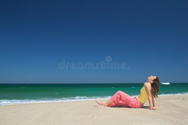 海滩放松 免版税图库摄影