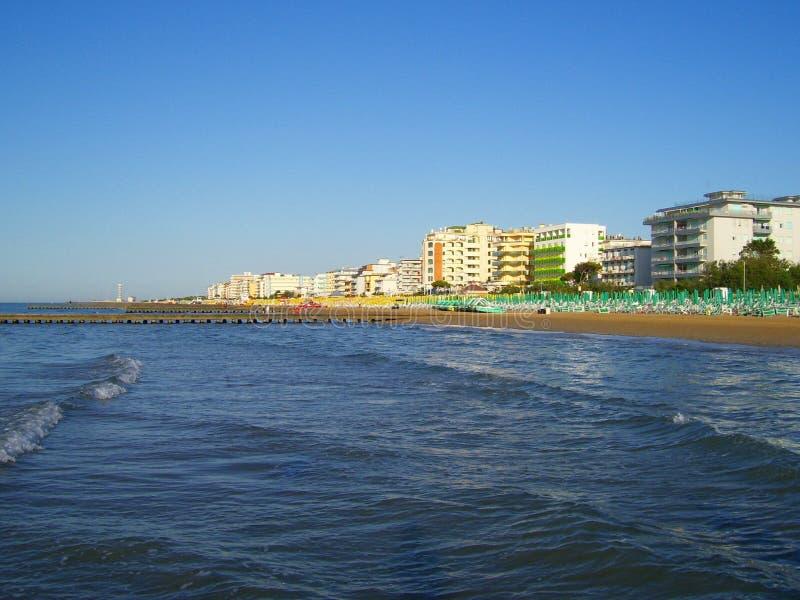 海滩旅馆海运 免版税库存照片