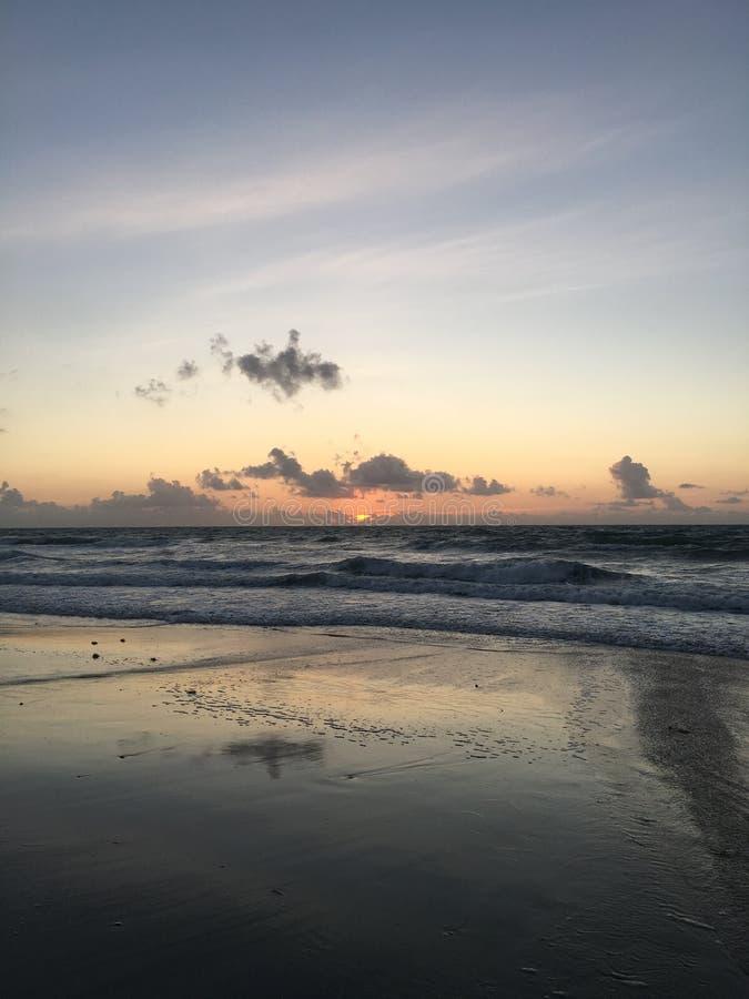 海滩日出 很保佑 免版税库存照片