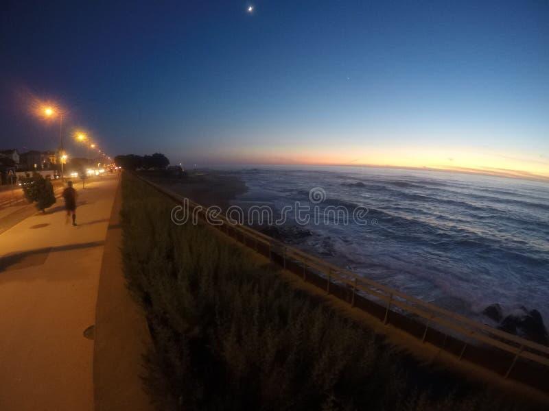 海滩日落葡萄牙 库存图片