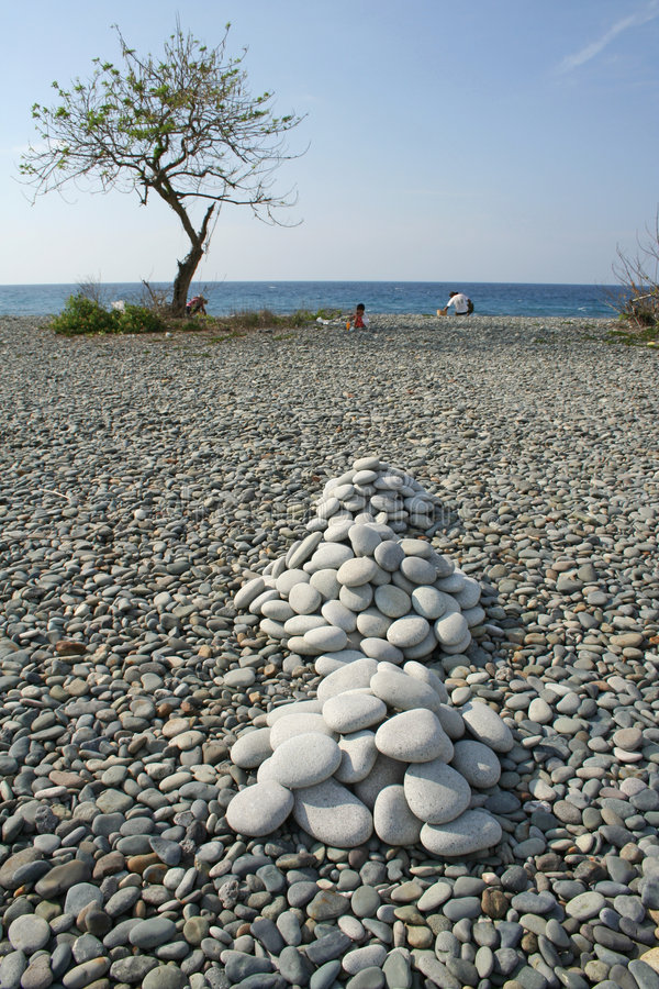 海滩月神堆平稳的岩石 库存图片