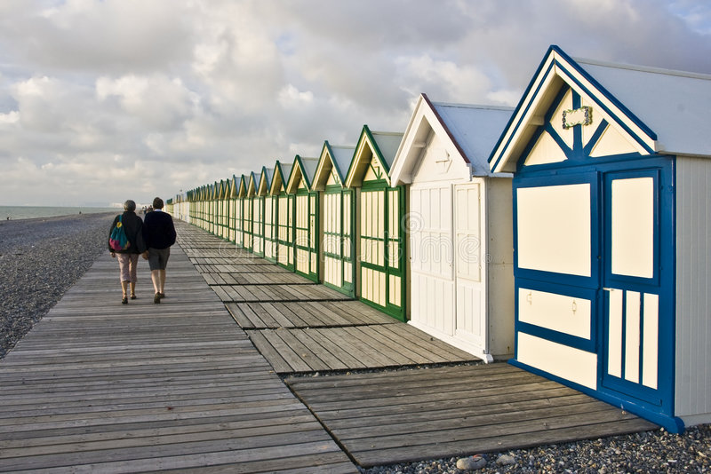 海滩木板走道小屋 免版税库存照片