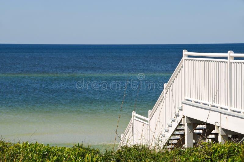 海滩楼梯 免版税库存图片