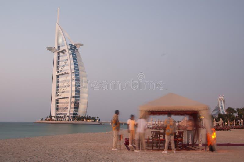 海滩正餐浪漫的迪拜 免版税库存图片