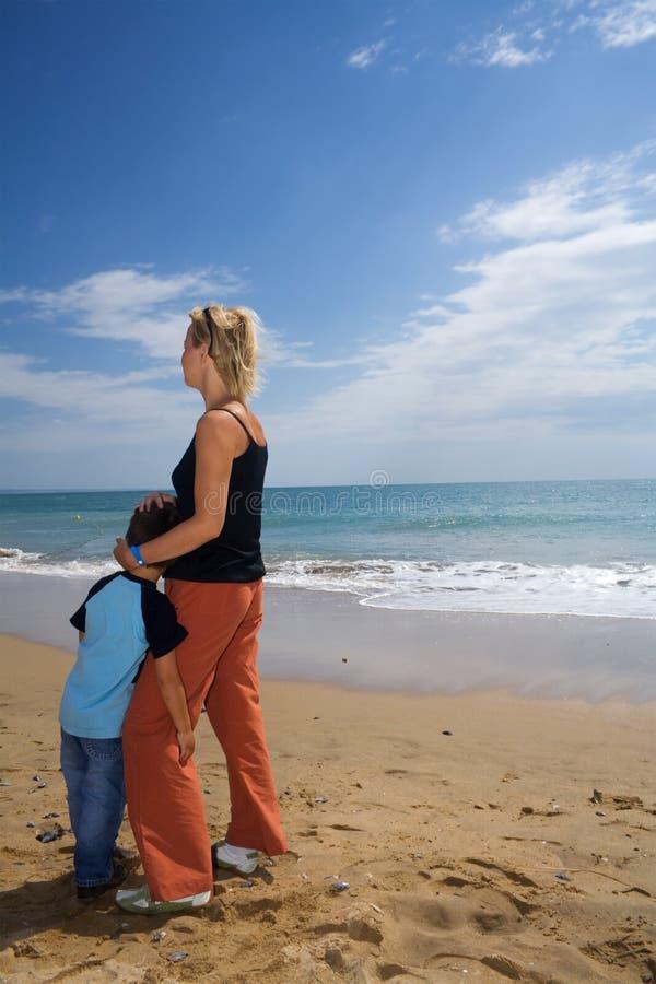 海滩母亲儿子 库存图片