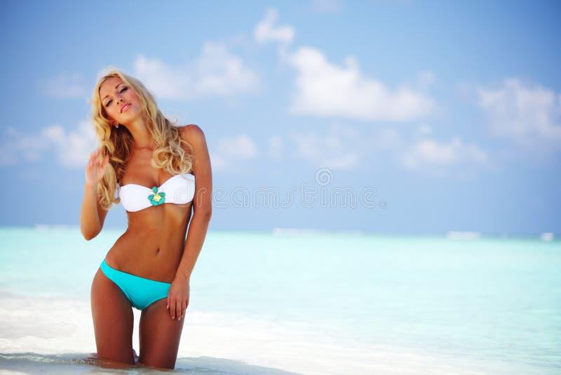 海滩比基尼泳装妇女 库存照片