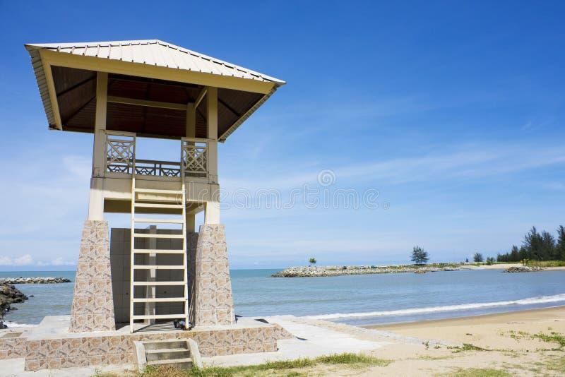 海滩汶莱jerudong救生员塔 免版税库存图片