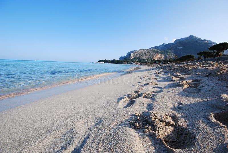 海滩沿海西西里岛 库存图片