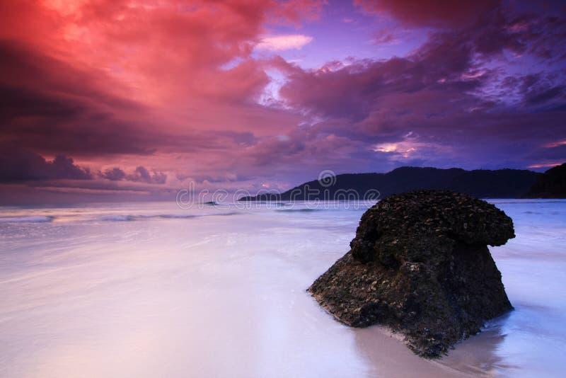 海滩海岛perhentian红色天空日出 免版税库存照片