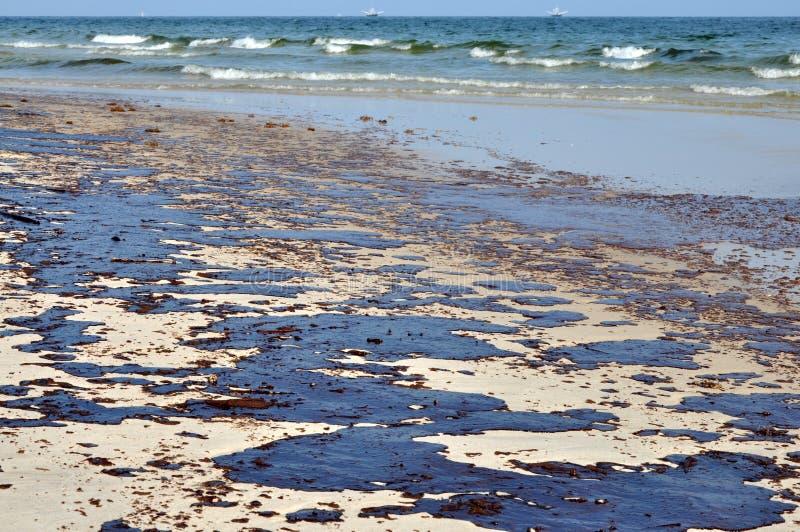 海滩漏油 免版税库存图片