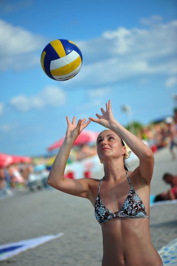 海滩炫耀夏天排球 免版税图库摄影