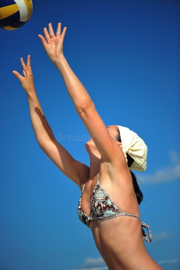 海滩炫耀夏天排球 免版税库存照片