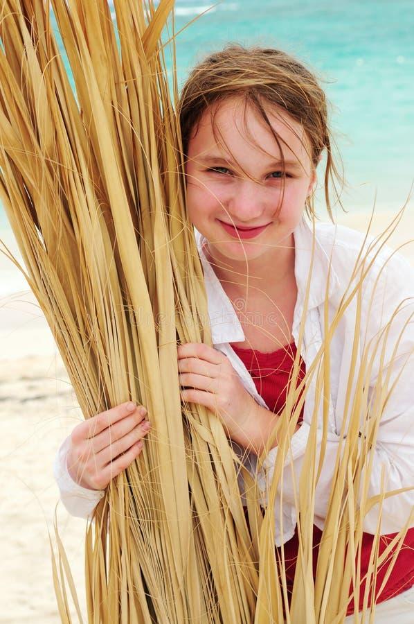 海滩热带女孩的纵向 免版税库存图片