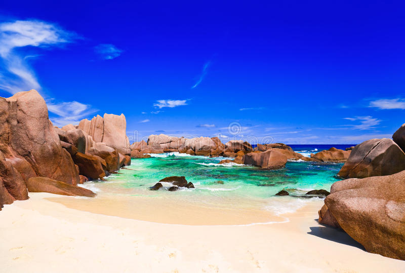 Download 海滩热带的塞舌尔群岛 库存照片. 图片 包括有 沙子, 异乎寻常, 叶子, 户外, 云彩, 放松, 旅途 - 22357624