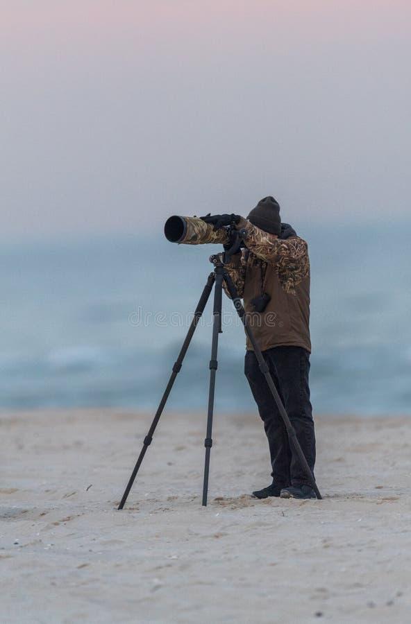 海滩的一位摄影师 免版税库存照片