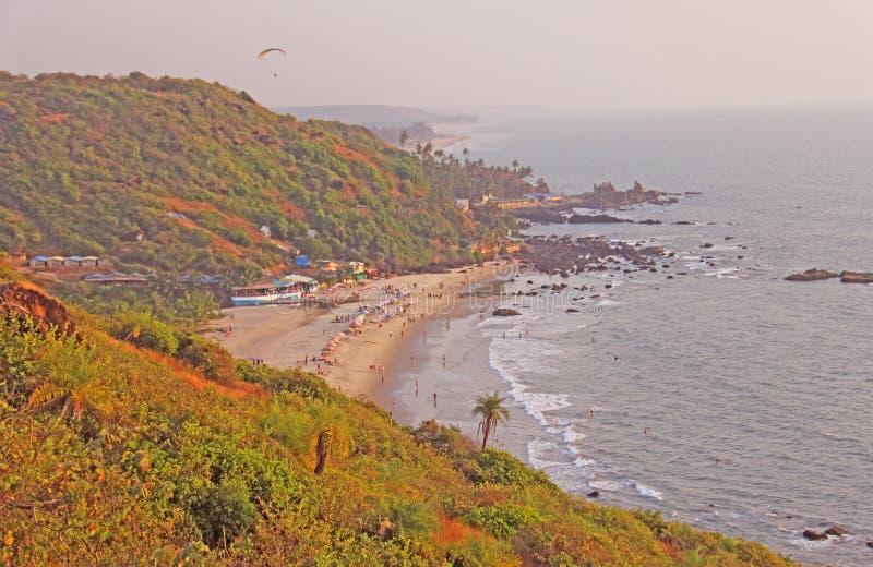 海滩的人们 从海滩Vagator, Ind的顶端看法 图库摄影