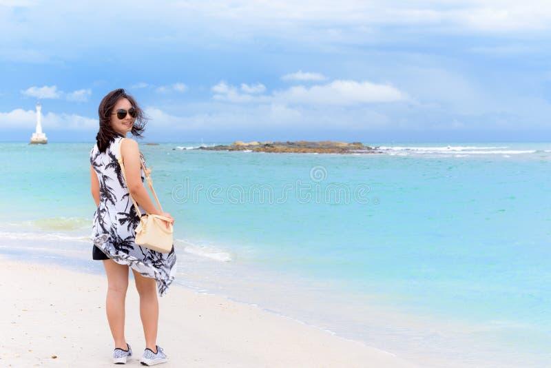 海滩的妇女游人在泰国 图库摄影