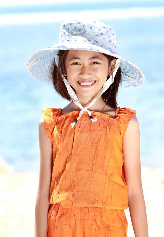 海滩的小女孩 库存照片