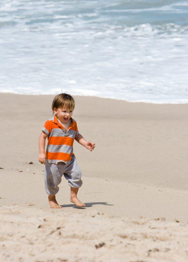 海滩的小孩 图库摄影