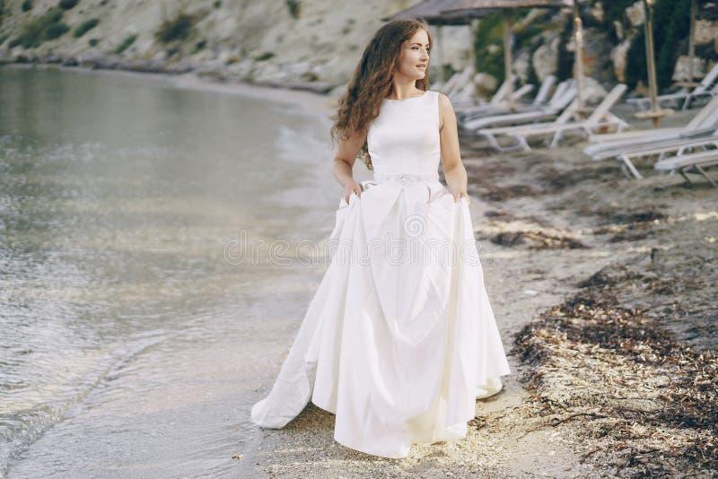海滩的新娘 库存图片