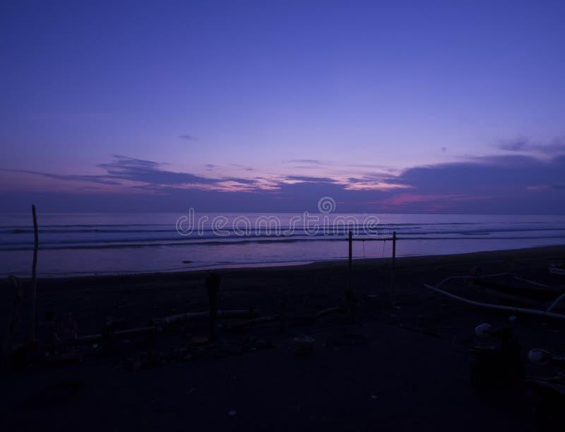 海滩的沈默巴厘岛,印度尼西亚 保护环境和世界环境天的生气勃勃的概念 库存照片