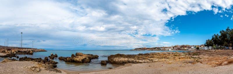 海滩的看法在波尔托托雷斯里面的  免版税图库摄影