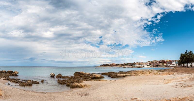 海滩的看法在波尔托托雷斯里面的  库存照片