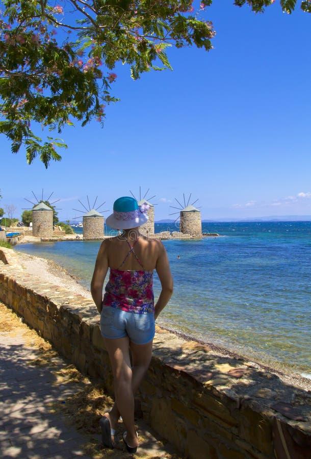 海滩的美女在希俄斯海岛 库存照片