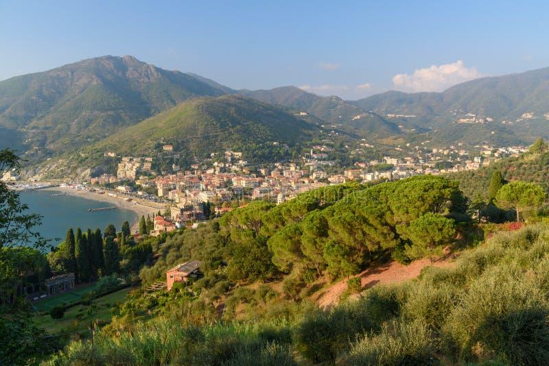 海滩看法在莱万托 意大利 免版税图库摄影