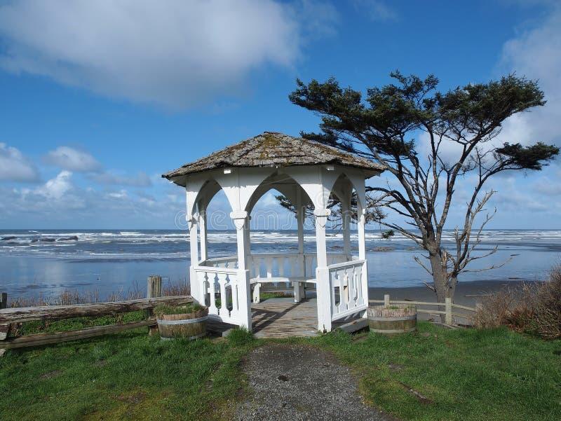 海滩眺望台海洋婚礼 库存图片