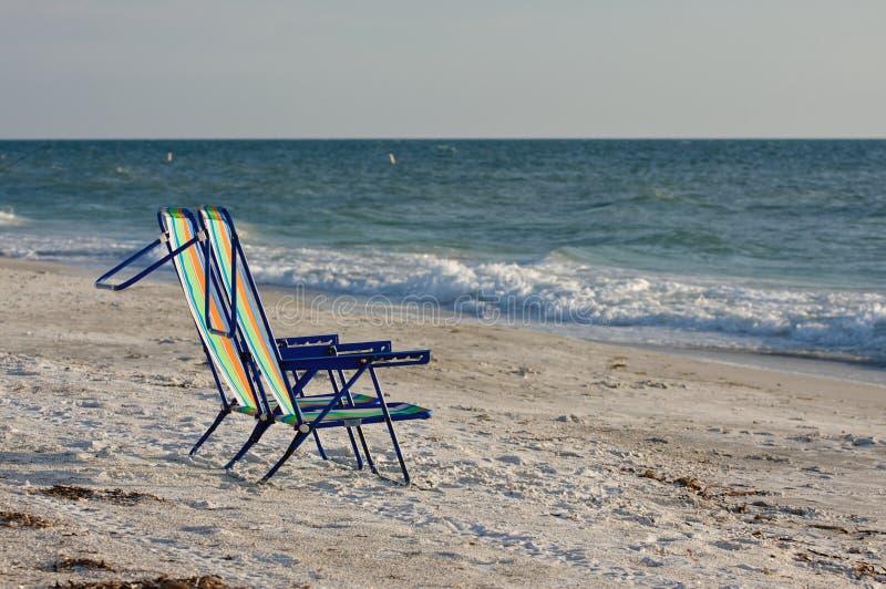 海滩睡椅倒空二 库存图片