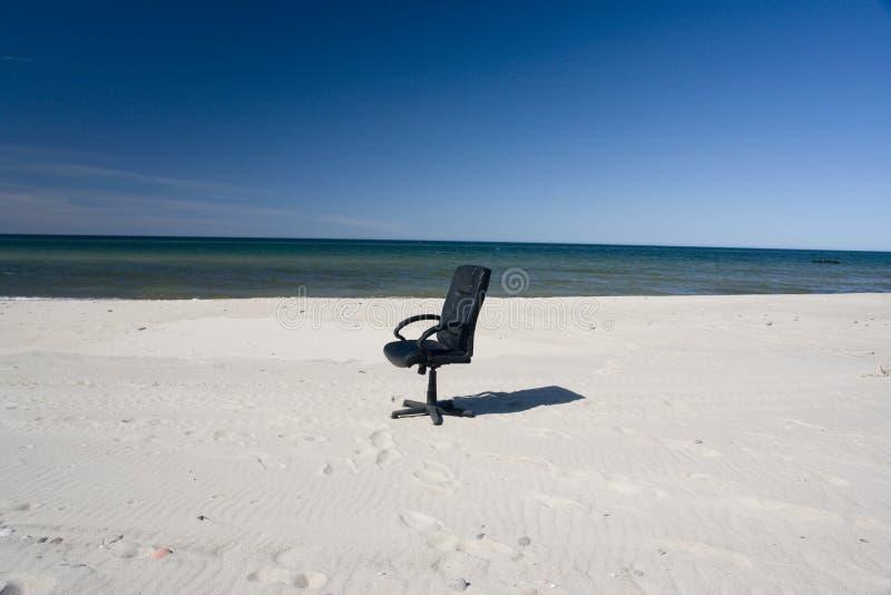 海滩睡椅办公室 免版税库存图片