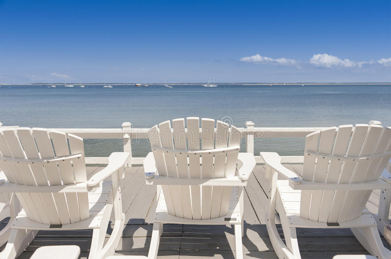海滩睡椅海洋俯视 图库摄影