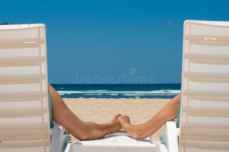 海滩睡椅耦合现有量暂挂 库存图片